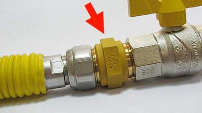 Монтаж диэлектрической муфты для газа 1/2 наружная/наружная резьба.